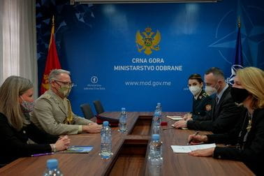 Ministarka Injac sa ambasadorkom i izaslanikom odbrane UK