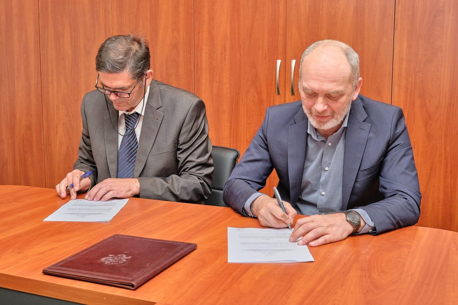 Fotografija 1: Parafiran Sporazum između BIH i Crne Gore o izgradnji međudržavnog mosta preko rijeke Tare