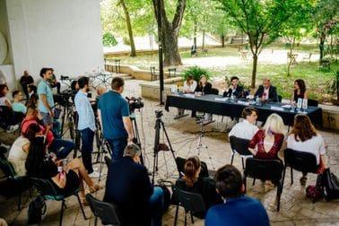 """Прва панел дискусија поводом Мјесеца поноса под називом """"Ефикасан одговор на говор мржње и дискриминацију ЛГБТИ особа"""""""