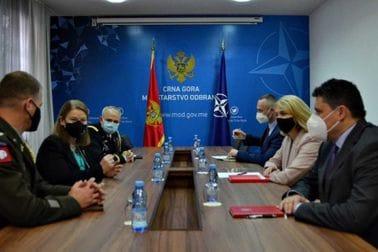 Injac sa ambasadorkom Rajnke i izaslanicima odbrane, Perijem i Griskevicem