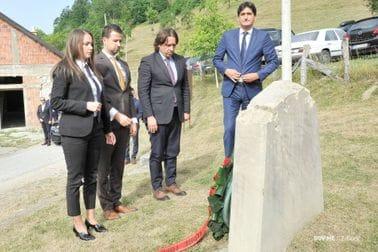 Delegacija Vlade položila vijenac posvećen žrtvama masakra u Velici