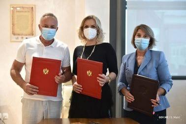 Porodica Abazović iz Ulcinja donirala sredstva za kupovinu skenera domu zdravlja