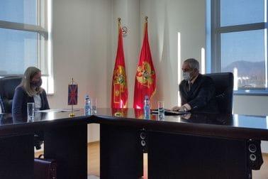 Sastanak ministra Mitrovića sa britanskom ambasadorkom Karen Medoks