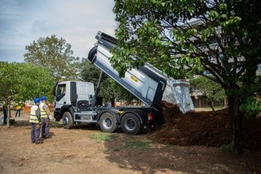 Očišćeno dvorište KBC-a, biće zasađeno preko 1000 sadnica