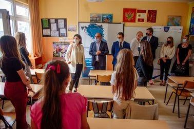 """Osnovnoj školi """"Mrkojevići"""" uručena donacija IT opreme i muzičkog kabineta"""