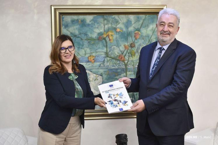 Ambasadorka Popa uručila Izvještaj o napretku premijeru Krivokapiću